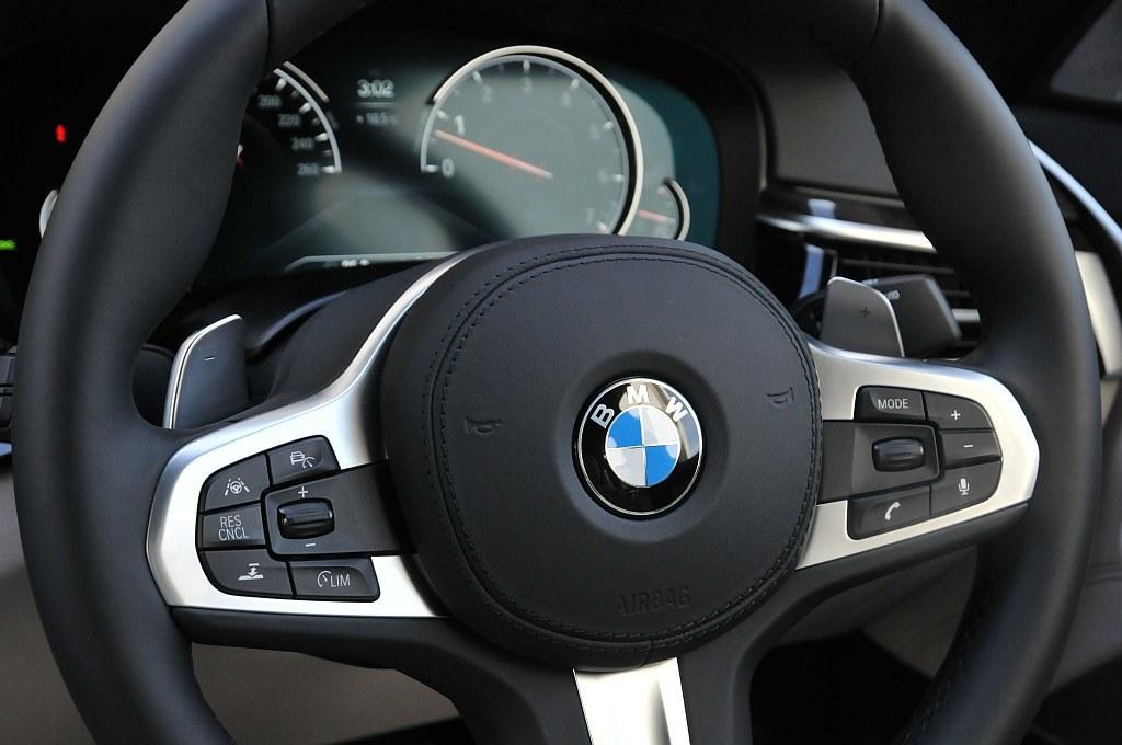 BMW 5シリーズ(G30)、ステアリングの画像