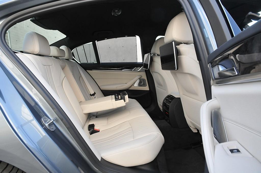 BMW 5シリーズ(G30)、リアシートの画像
