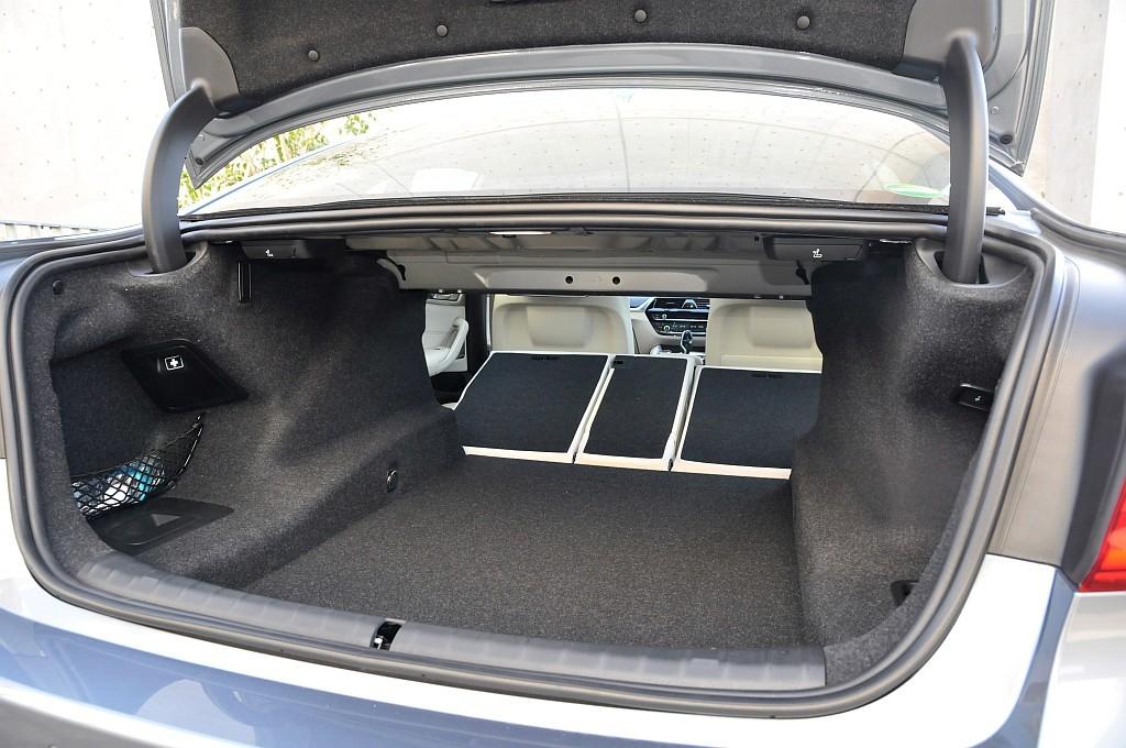 BMW 5シリーズ(G30)、トランクの画像