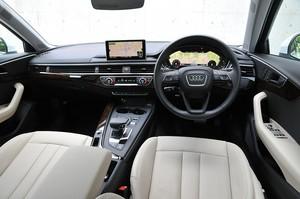 Audi アウディA4アバント2.0 TFSIクワトロの運転席の写真