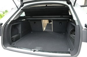 Audi アウディA4アバント2.0 TFSIクワトロの荷室の写真