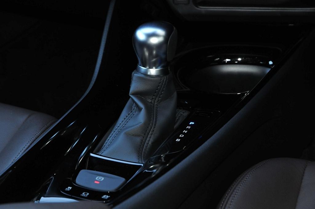 トヨタ C-HR、シフトノブの画像