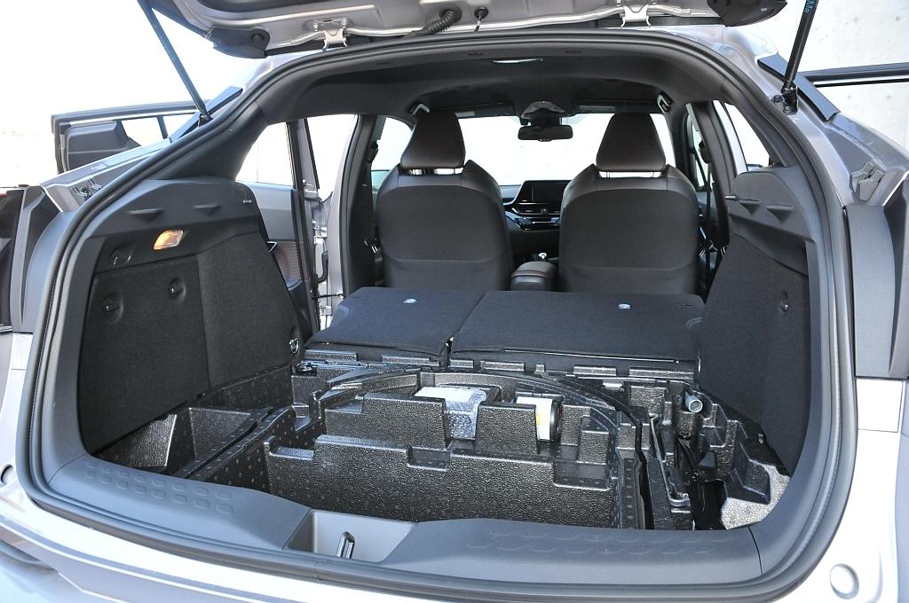 トヨタ C-HR、荷室の画像