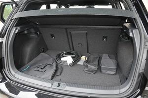フォルクスワーゲン ゴルフ GTEの荷室の写真