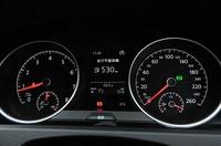 フォルクスワーゲン ゴルフ TSI ハイラインのスピードメーターの写真