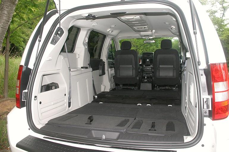 http://www.motordays.com/newcar/articles/grandvoyager_chrysler_imp_20080627/pic/voyager-12tr-02.jpg