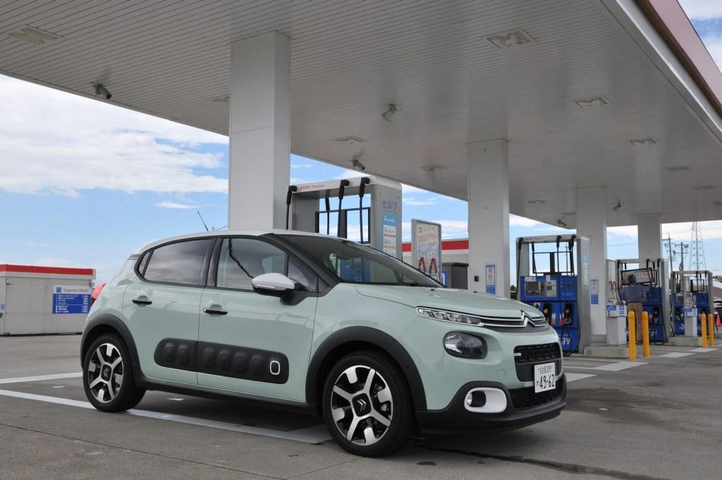 新型シトロエン C3のガソリン給油時画像