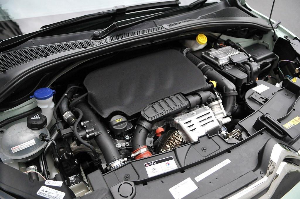 新型シトロエン C3のエンジン画像