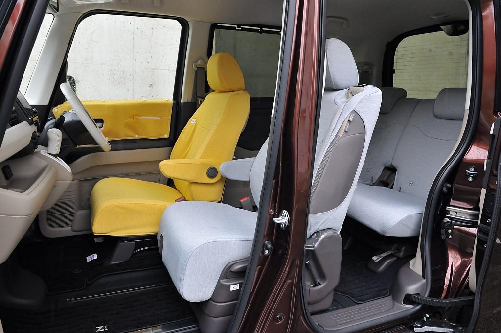 ホンダ N-BOXの助手席スーパースライドシート画像