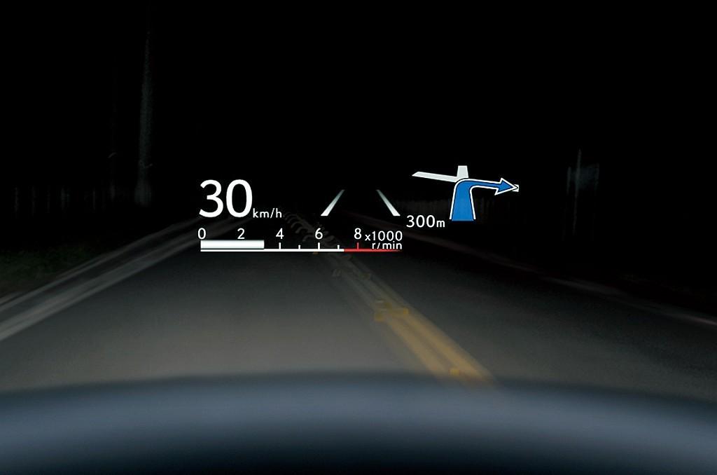 レクサス LC500のカラーヘッドアップディスプレイ画像