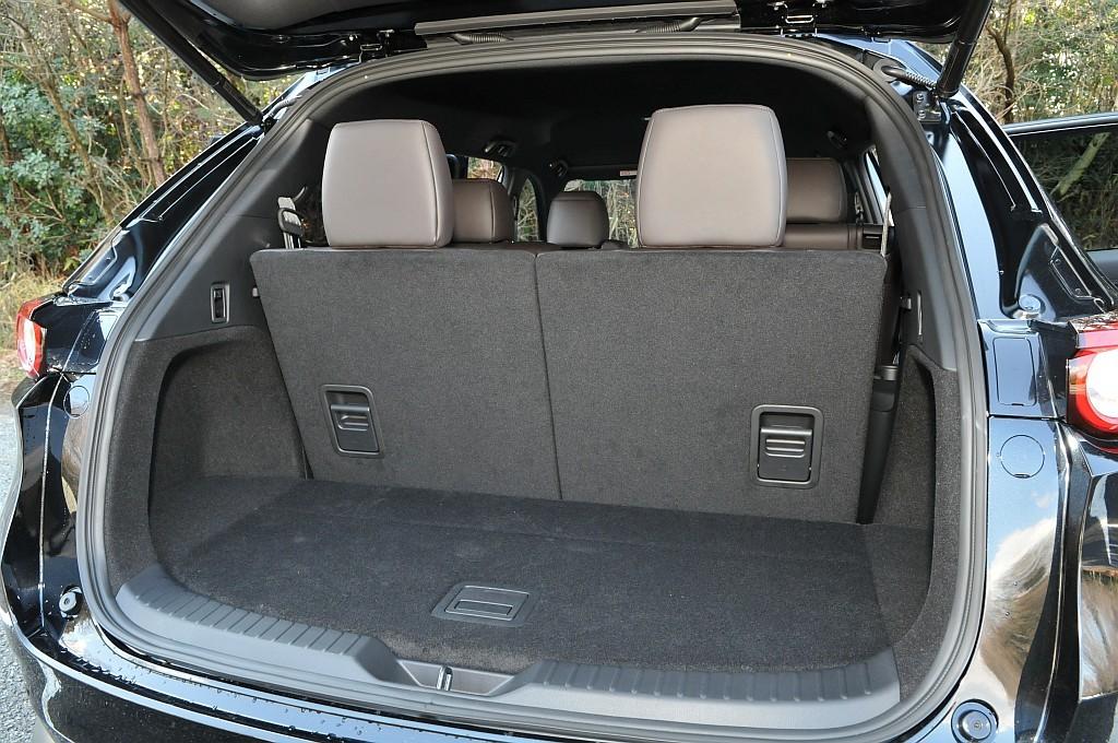 マツダ CX-8、サードシート使用時の荷室の画像