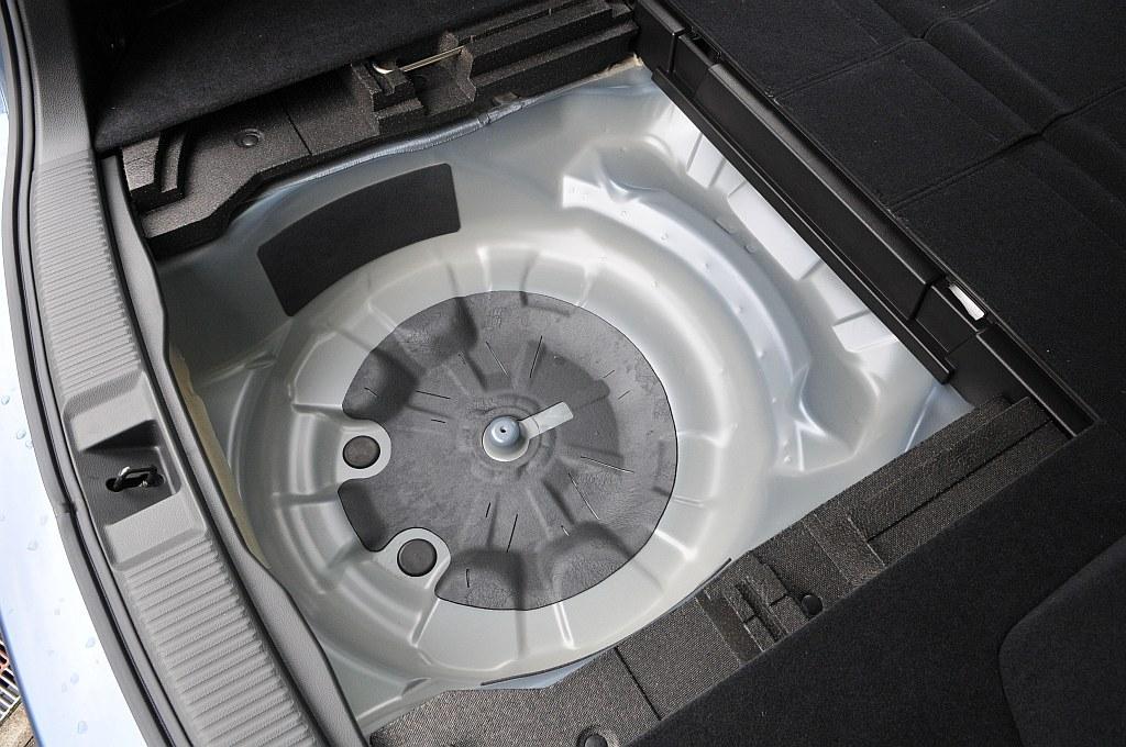 スバル レヴォーグ 1.6STIスポーツ アイサイト床下収納の画像