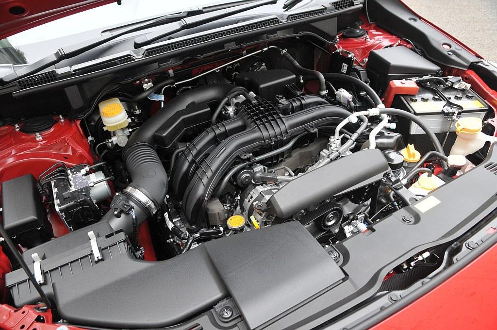 スバル XVの2.0Lエンジン「FB20」の画像