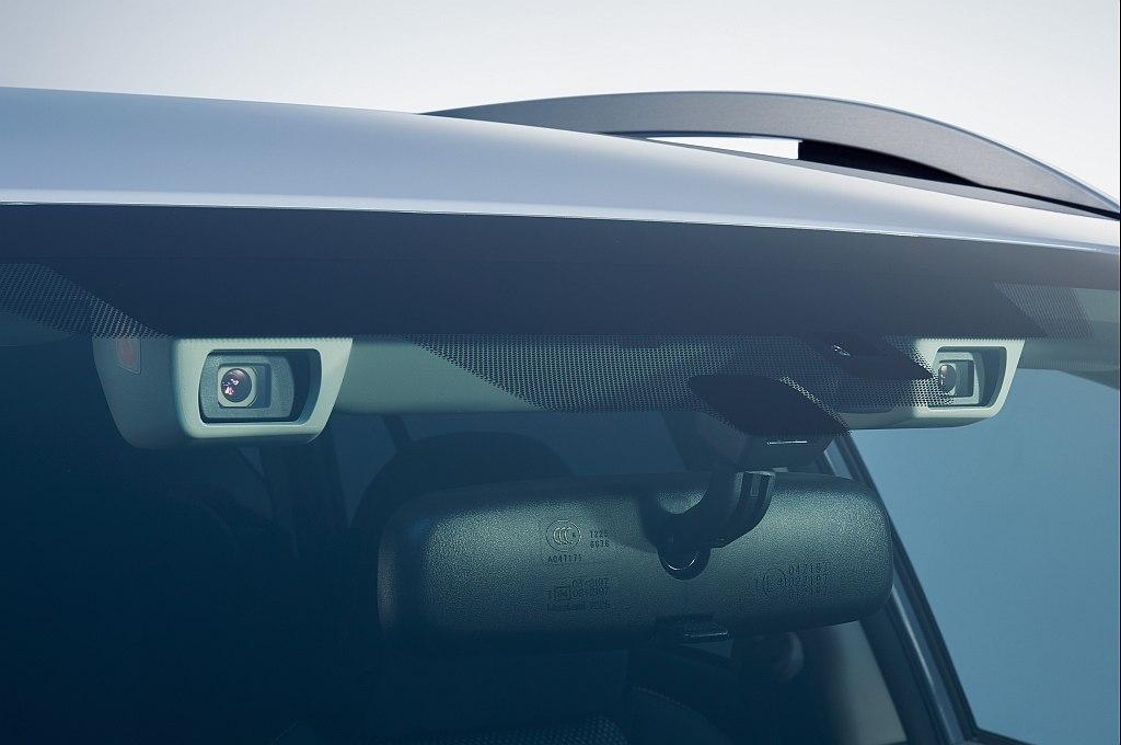スバル XVのアイサイト(ver.3)のステレオカメラ広報画像