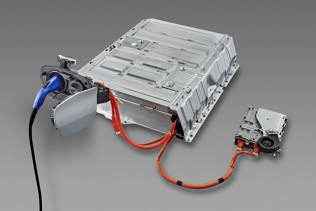 トヨタ プリウスPHVの駆動用バッテリーの画像