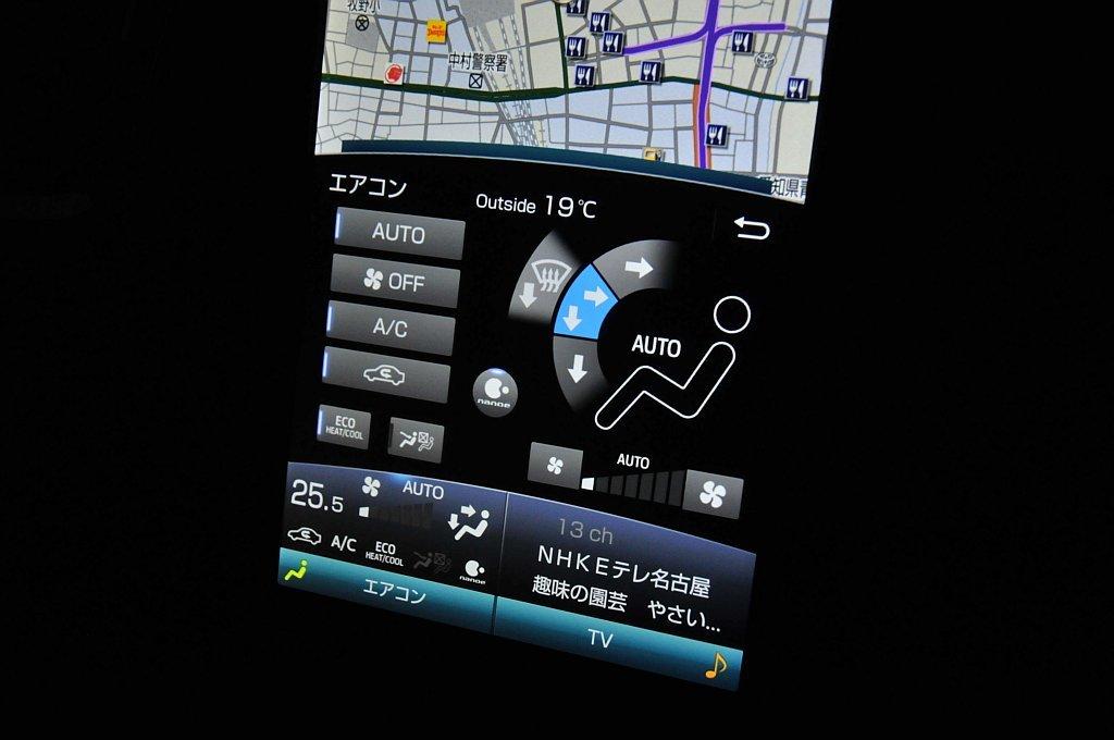 トヨタ プリウスPHVのディスプレイ(空調操作パネル表示時)の画像