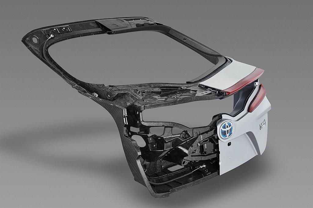 トヨタ プリウスPHVのバックドア画像