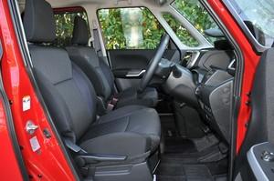 スズキ ソリオ バンディット ハイブリッドMVの運転席を側面から撮影した写真