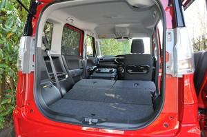 スズキ ソリオ バンディット ハイブリッドMVの荷室の写真
