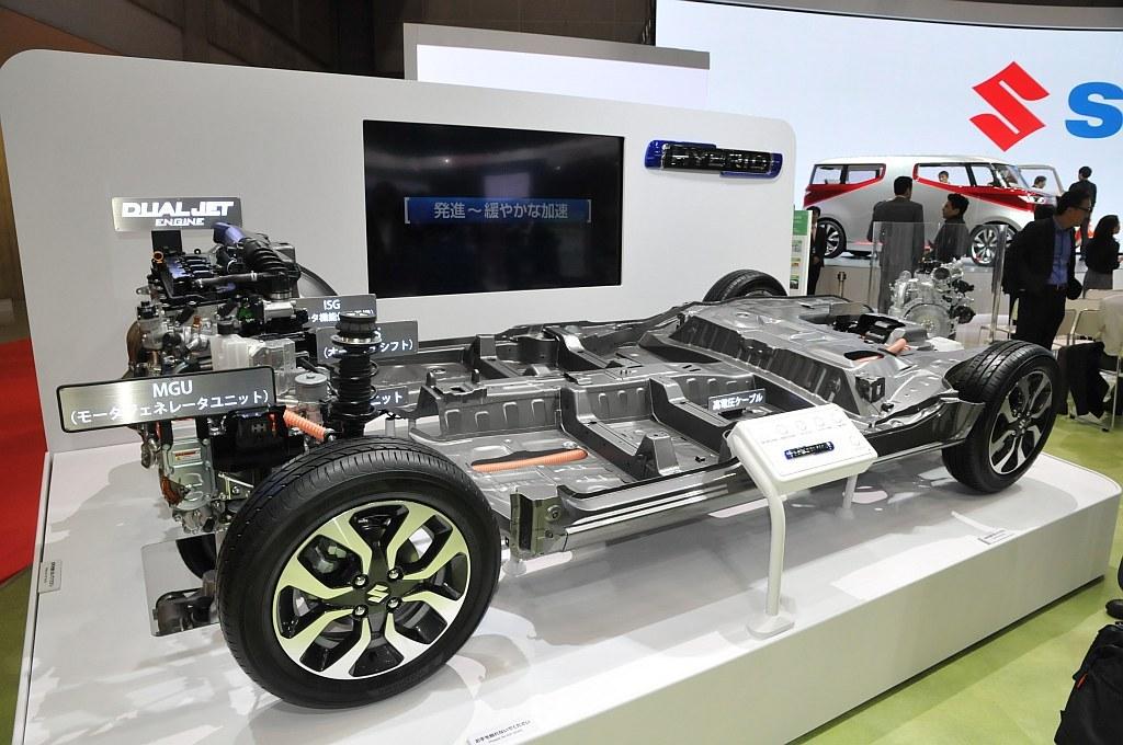 2015 東京モーターショーに出展されたスズキのハイブリッドシステムの画像