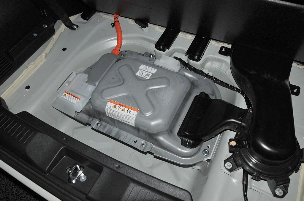 スズキ ソリオ ハイブリッド、リチウムイオン電池の画像