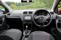 フォルクスワーゲン ポロ TSIコンフォートラインの前部座席の写真