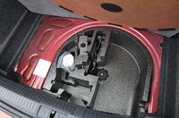 フォルクスワーゲン ポロ TSIコンフォートラインの床下収納の写真