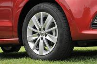 フォルクスワーゲン ポロ TSIコンフォートラインのタイヤの写真
