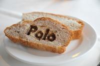 Poloの文字が印字されたパンの写真