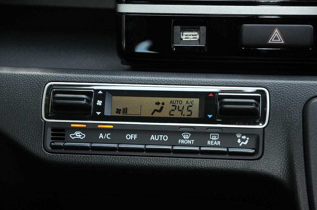 スズキ ワゴンR エアコン操作パネルの画像