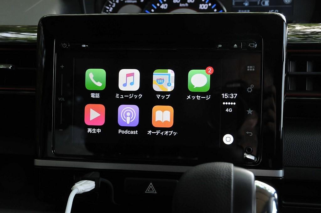 スズキ 全方位モニター付メモリーナビゲーション、Apple CarPlay使用中のディスプレイ画像
