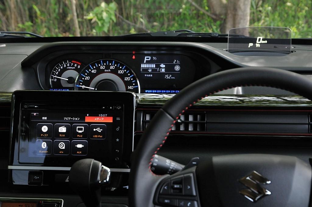 スズキ ワゴンR ヘッドアップディスプレイの画像