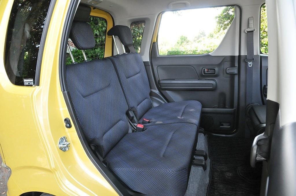 スズキ ワゴンR リアシートの画像