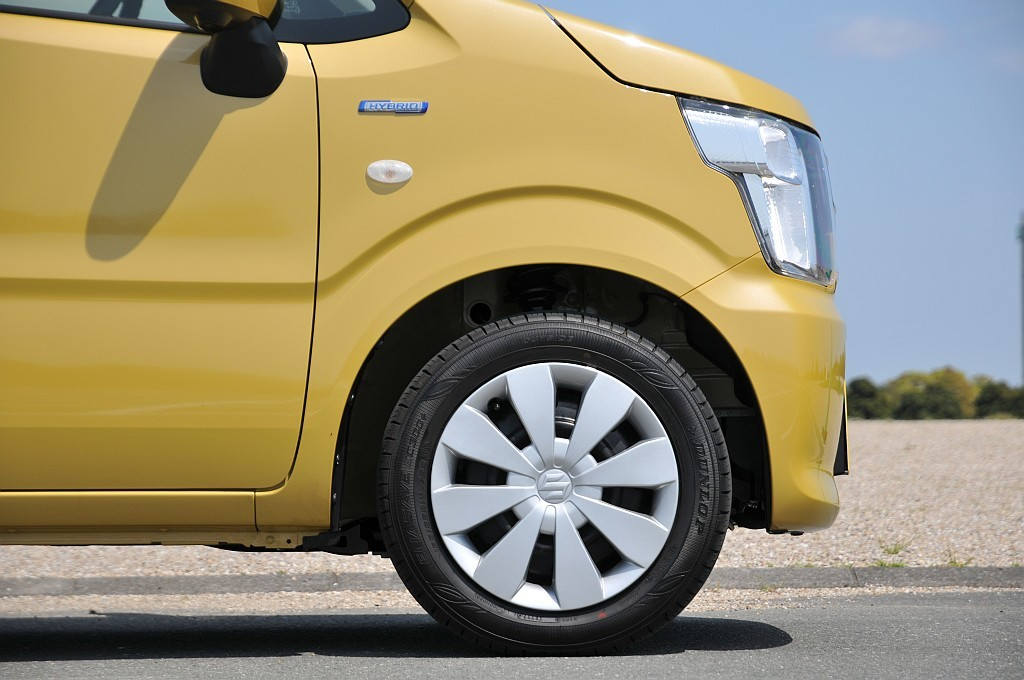 スズキ ワゴンR ハイブリッドFX、タイヤの画像
