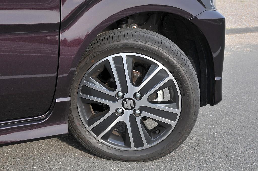 スズキ ワゴンR スティングレー ハイブリッドTのタイヤ画像